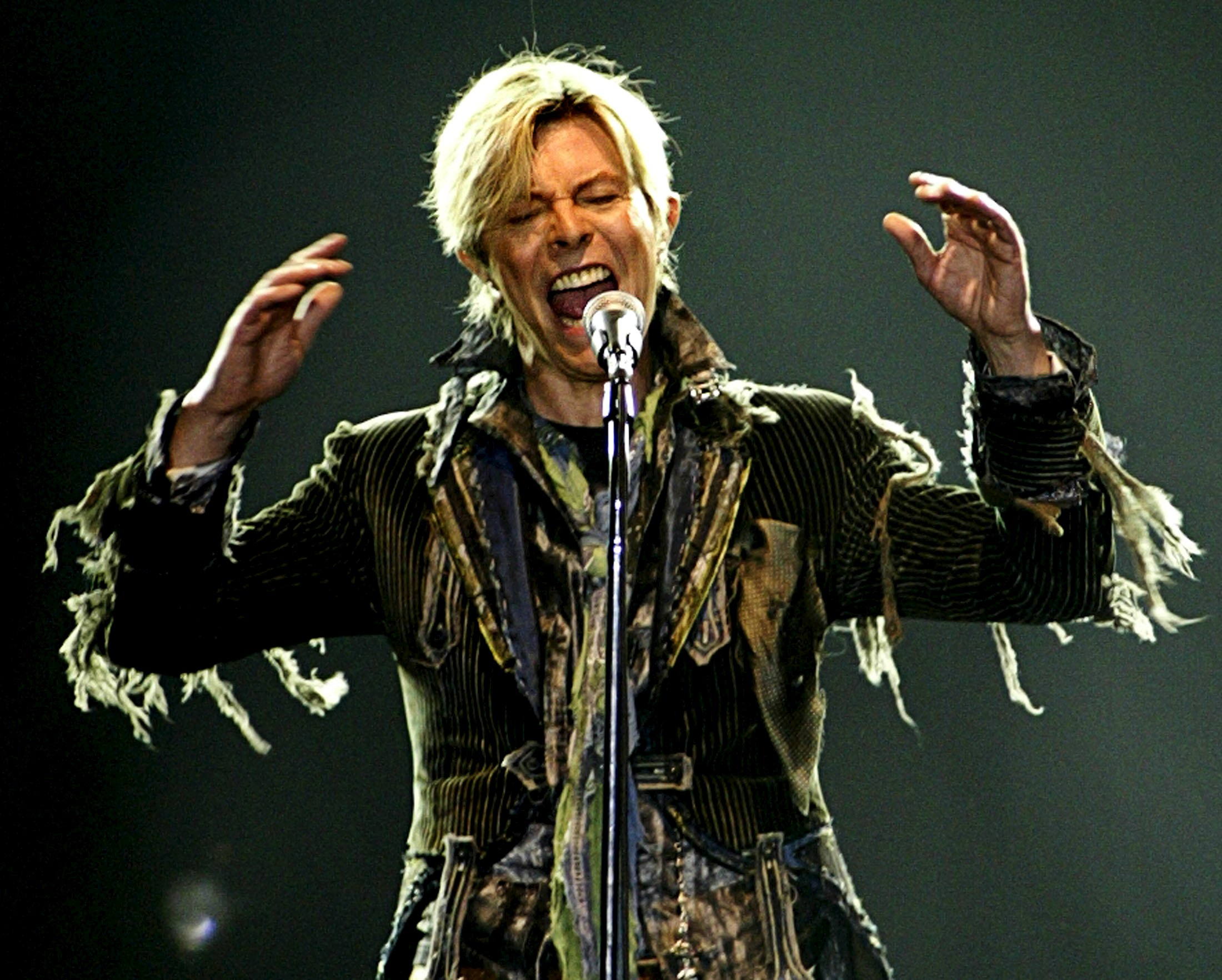 "British singer David Bowie performs in a concert during his worldwide tour called ""A Reality Tour"" at T-mobile arena in Prague, in this June 23, 2004 file photo. Singer Bowie has died after an 18-month battle with cancer, his official Twitter account announced on January 11, 2016. REUTERS/David W Cerny/Files"
