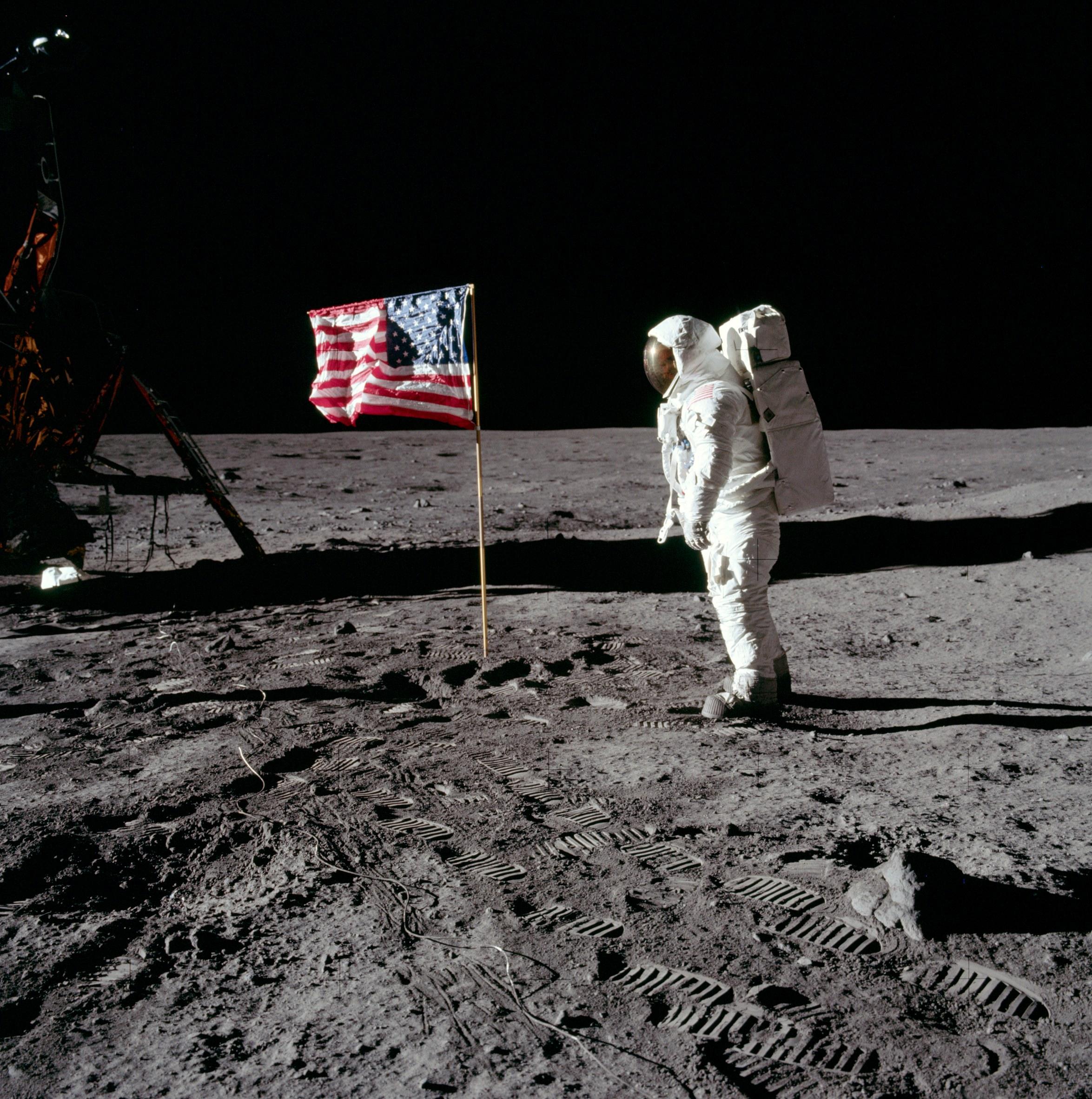 NASA_AS-11-40-5875