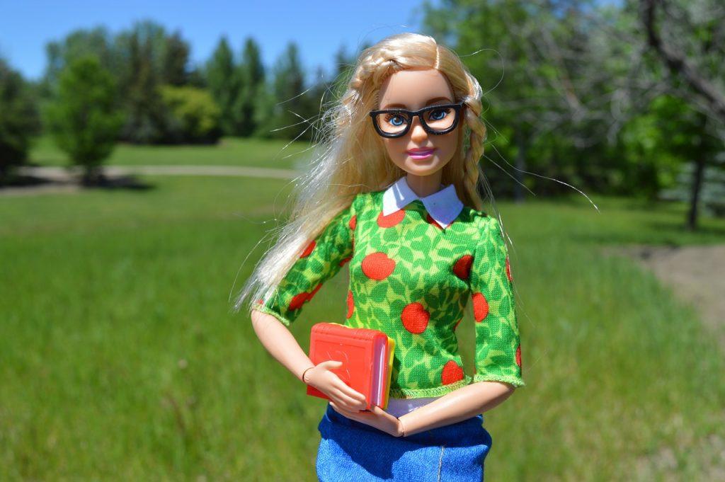 barbie-1436476_1280