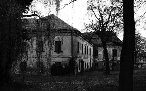 haunted-house-578218_1280