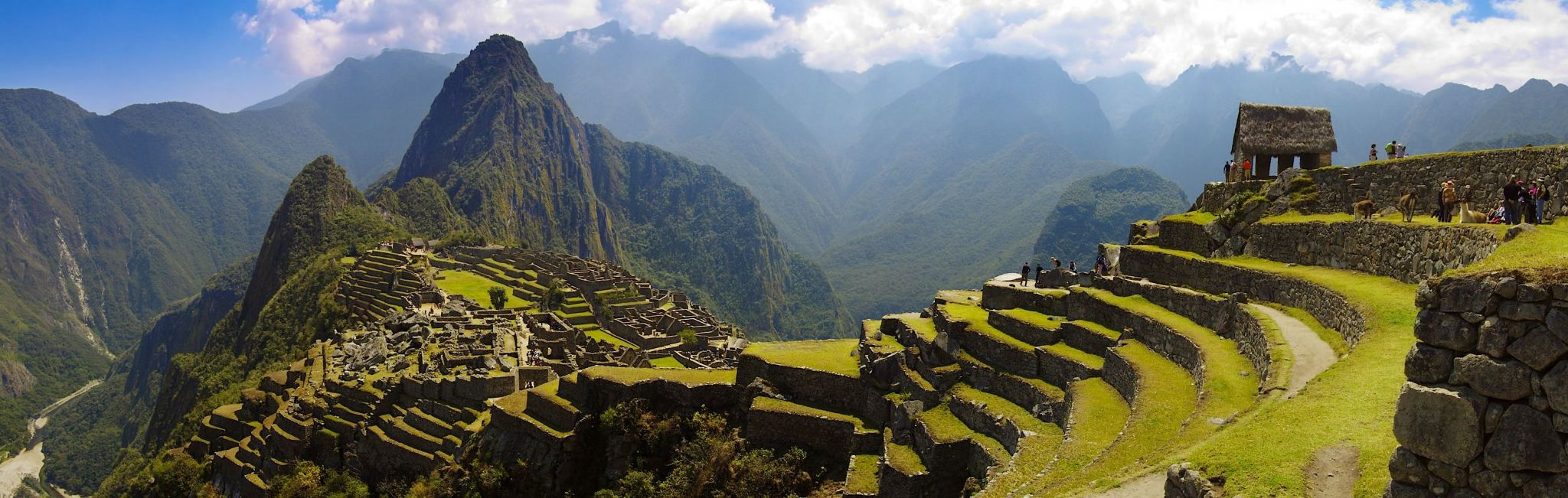 peru-machu-picchu-guard-house-and-wayna-picchu-pano_ltl