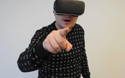 virtual-reality-1389038_1280